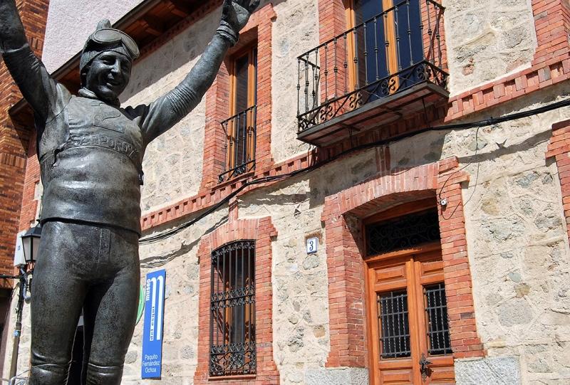 "La estatua de ""Paquito"" rememora su conquista olímpica."