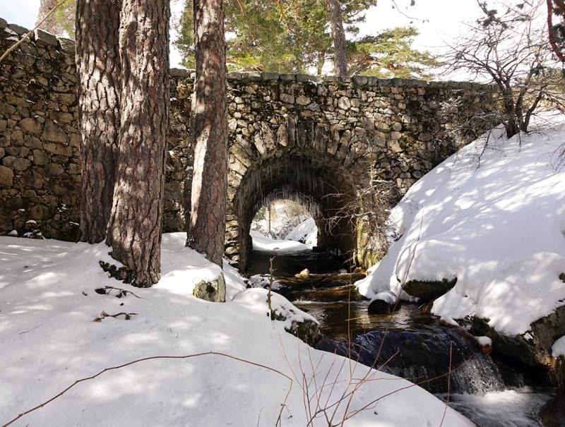 Puente del Descalzo, en la Calzada Romana.