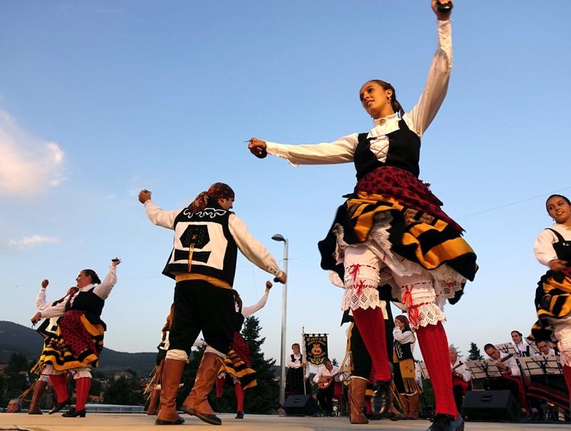 El folklore castellano no falta a la cita con los Veranos Culturales de Cercedilla.