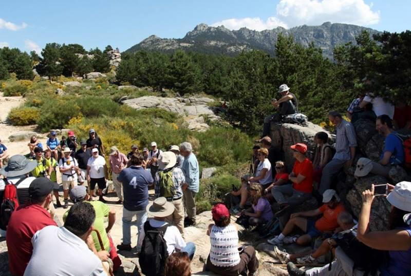 La Marcha del Aurrulaque concluye con la lectura de un Manifiesto junto al mirador de Luis Rosales.