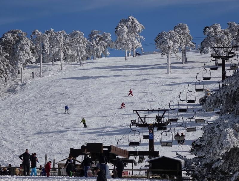 El Puerto de Navacerrada es la estación de esquí más cercana a Madrid.